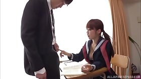 Japanese secretary drops on their way knees to please a stiff cock