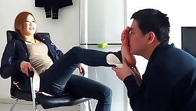 Chinese femdom gets her toes worshipped