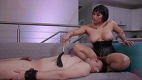 Leader mistress pain in the neck fucks her man to the fore face sitting him